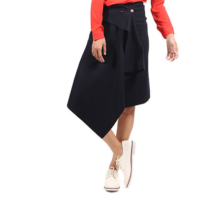 Wrapping skirt with gold pin